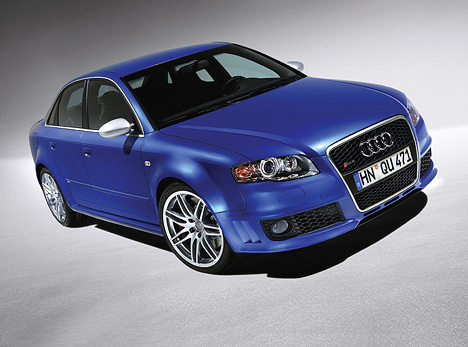 Фото Audi RS4 Salon